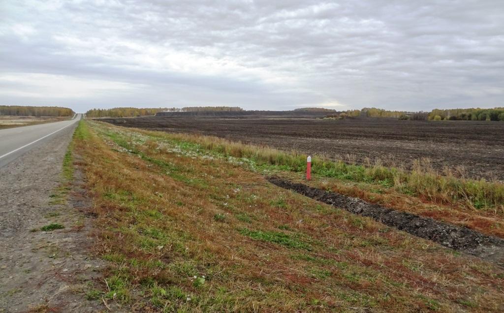 поле около федеральной трассы
